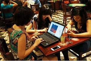 Asian women entrepreneurs and online sales shops
